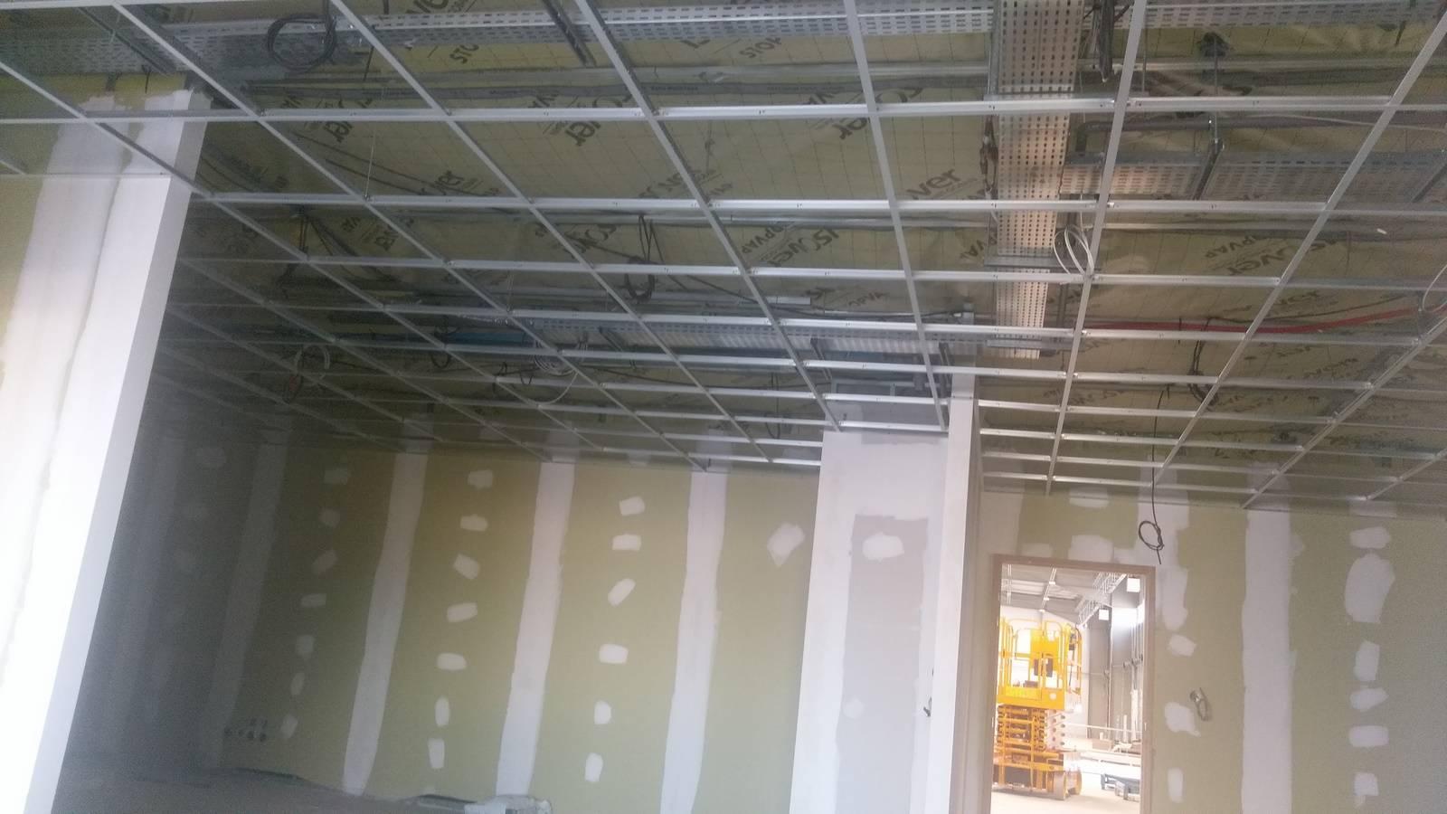 Faux plafond pour bureaux et locaux commerciaux aix en - Faux plafond dalle ...